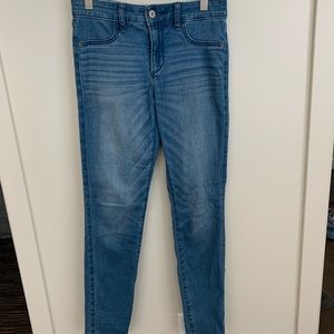 Abercrombie light wash skinny jeans